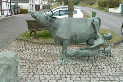 Warstein-Belecke_Kuh-Skulptur_Altstadt